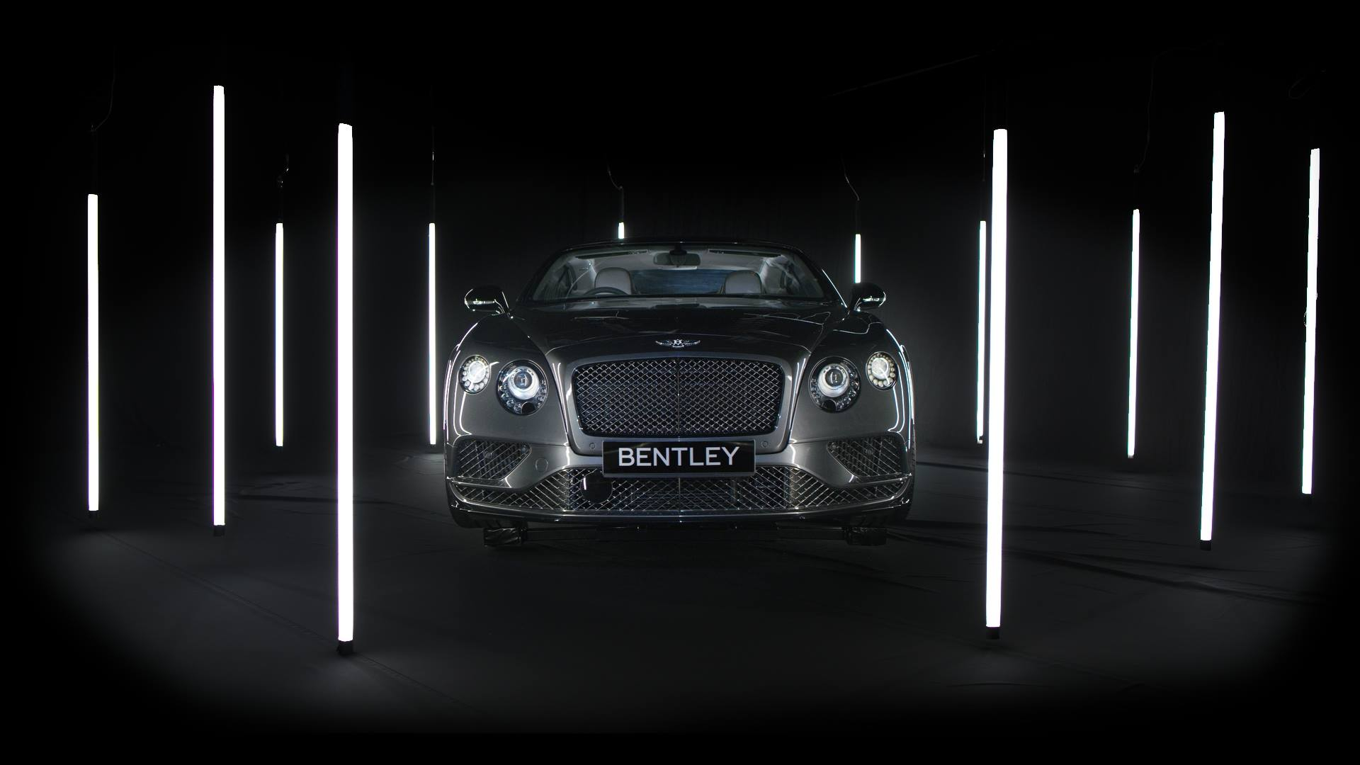 High concept Bentley spec commercial car advert using encapsulites